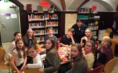 Stimmungsvolle traditionelle Adventsfeier –  Zusammenhalt mit der Schule