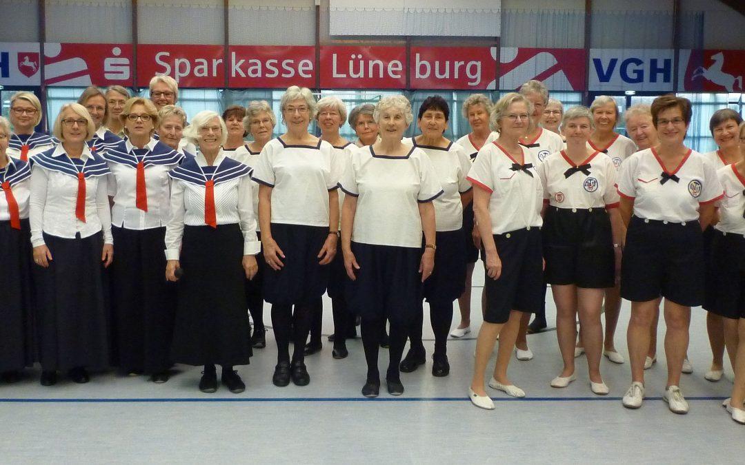 """Ehrung für Elisabeth """"Lia"""" Maske, ehemalige Schülerin und Lehrerin der heutigen Wilhelm-Raabe-Schule zu Lüneburg"""